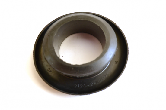 пыльник кронштена бампера 2121-2803075